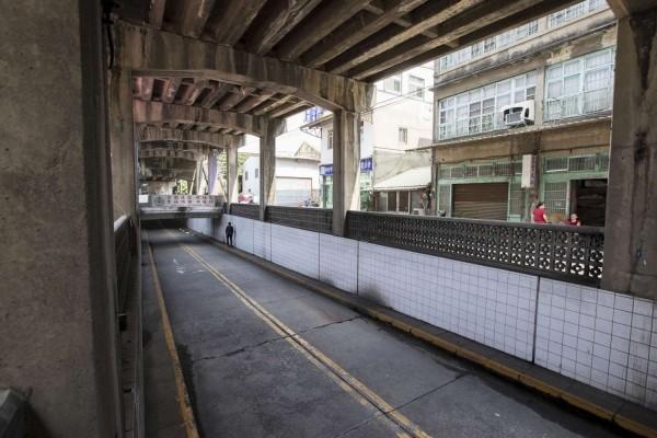 東大路機車地下道是連接新竹火車站前後站區域的重要通道。(市府提供)