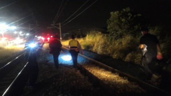 台鐵大林段發生死亡事故,相關人員進行善後處理。(台鐵提供)