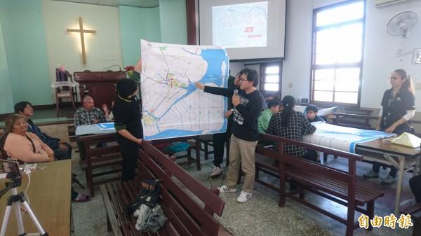 打造社區防災韌力工作坊邀地方防災人員解說。(記者楊金城攝)