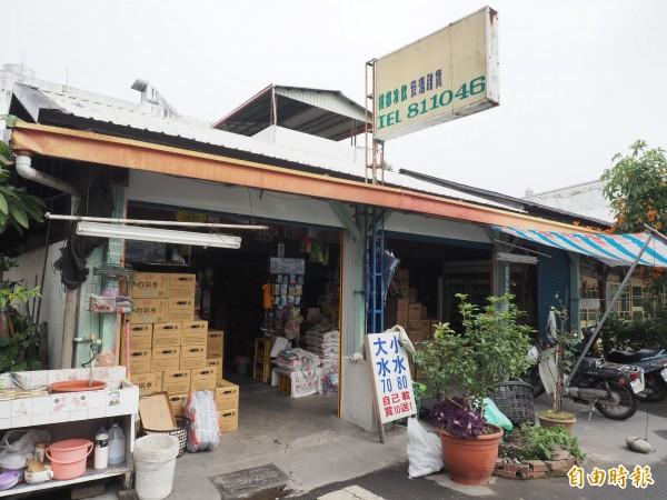 關山鎮中山路與三民路轉角的雜貨店已經營超40年。(記者王秀亭攝)