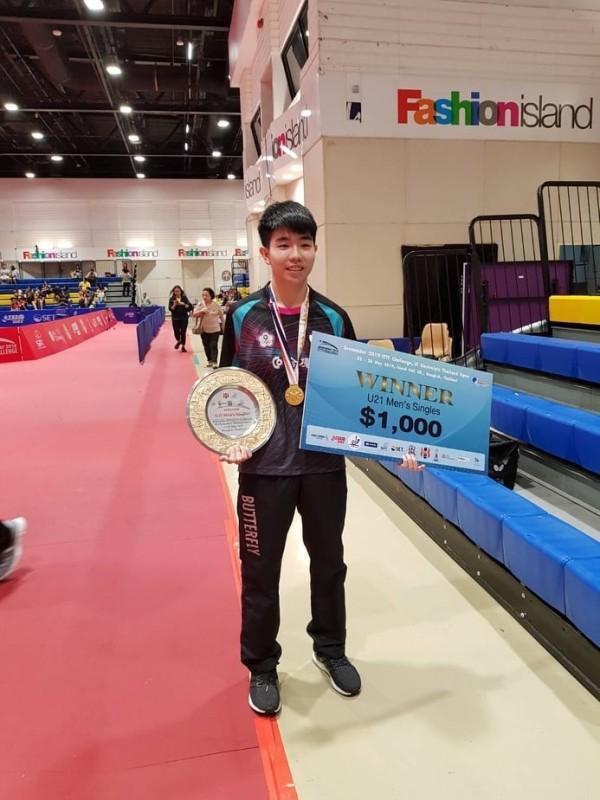 黎昕祐奪下泰國公賽21歲男單冠軍。(楊孟勳教練提供)