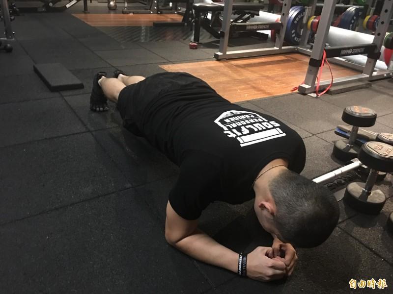 医师指出,规律运动是减肥的根本之道。(记者林惠琴摄)