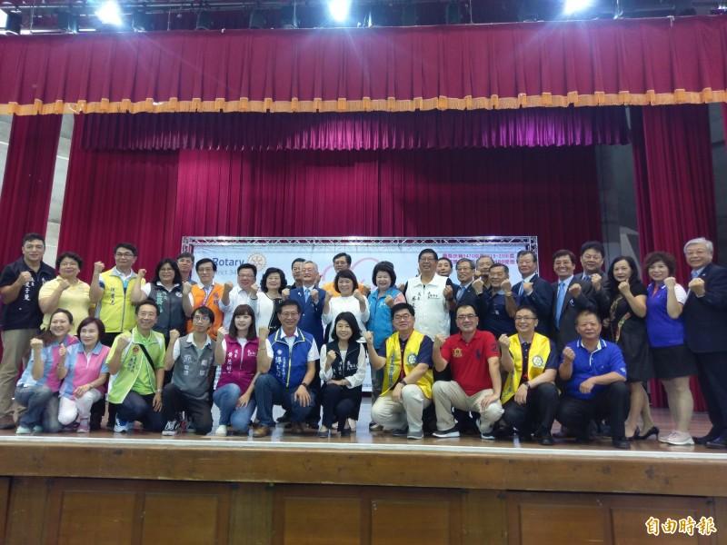 嘉义县市政府与国际扶轮3470嘉义地区、阳明医院等单位举办防失智筛检活动。(记者王善嬿摄)