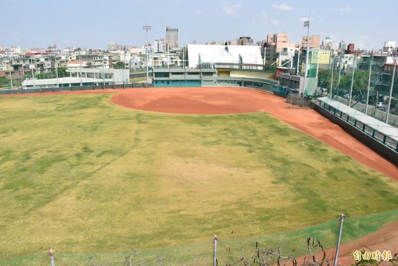 已先行啓用的平鎮棒球場。(記者李容萍攝)