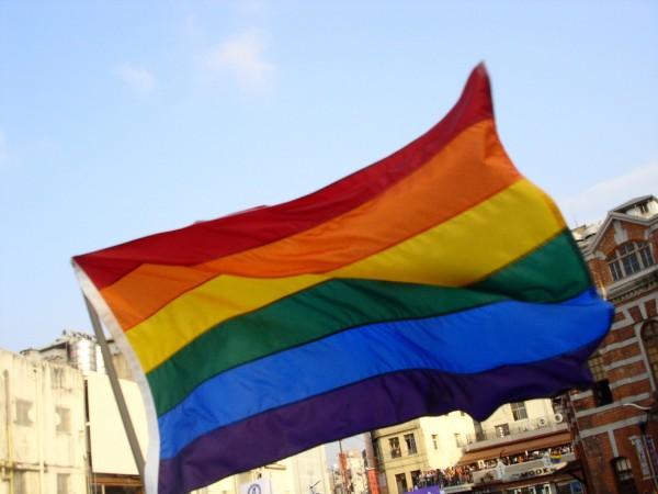 桃園市跟進五都開放同性伴侶註記。桃園民政局昨宣布,3月14日起同性伴侶可向桃園各戶政機關登記。(圖擷自維基百科)