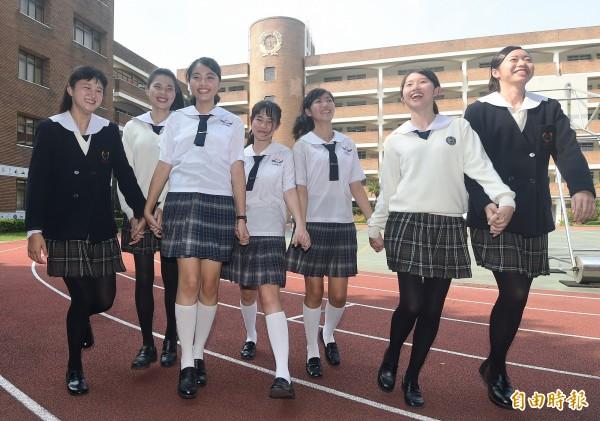 台北市稻江護家制服聘請日本設計師設計,時尚典雅又兼具活潑氣息。(記者廖振輝攝)