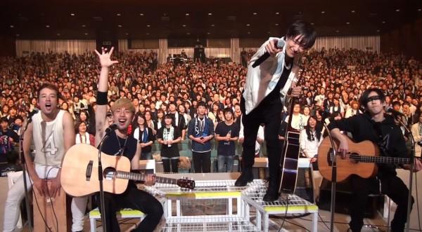 曾為動畫《銀魂》撰寫主題曲的日本樂團「SPYAIR」與歌迷們一同用音樂為台灣祈福。(圖片擷取自YouTUbe)