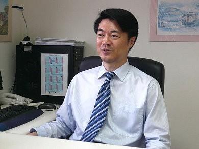 劉宏恩在臉書探討美國法官與媒體的關係,指出通常法官都不會上媒體去闡述自己的案件。(圖擷自政治大學官方網站)