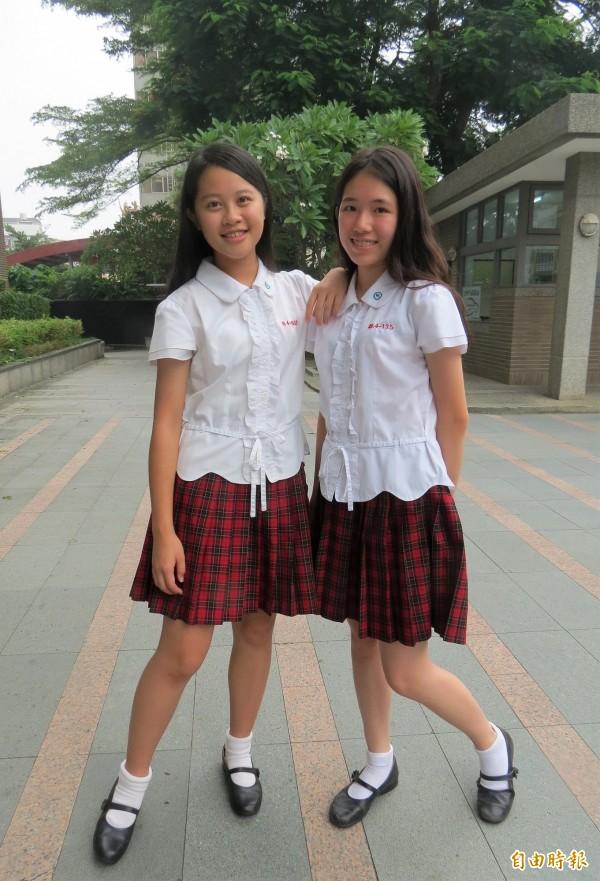 新民高中夏季制服,白色上衣有腰身,學生說,最懂少女心。(記者蘇孟娟攝)