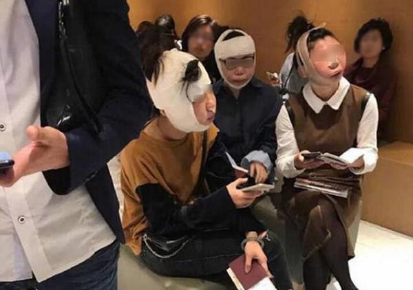 網傳3名中國女子因整形整過頭遭韓國機場限制無法出境,拍照者表示該處根本不是在海關。(圖擷自網路)