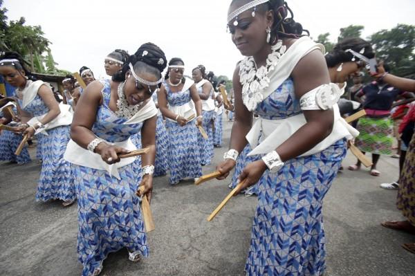 西非國家迦納當地民眾因傳統習俗,禁止所有女性在月經期間或是每週二過河,稱這是「河神的旨意」。(歐新社)