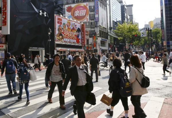 日本職場壓力大,2015年過勞死(含自殺未遂)人數近200人。圖為示意圖。(路透)
