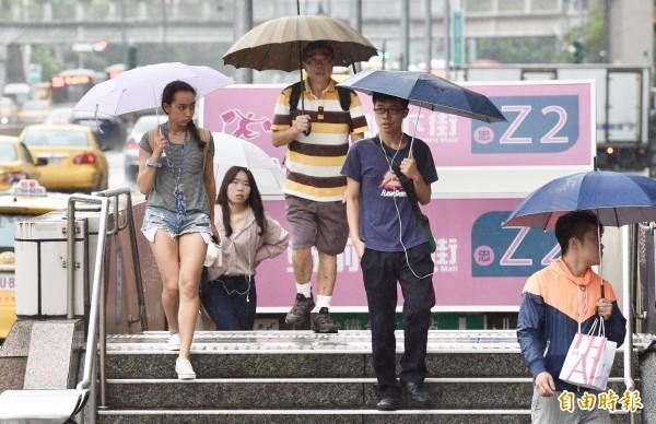 受到南方雲系北移影響,明天(13日)東部、東南部及恆春半島全天天氣不穩定,其他地區則是上午高溫悶熱、午後容易有雷陣雨發生,外出記得攜帶雨具備用。(資料照)