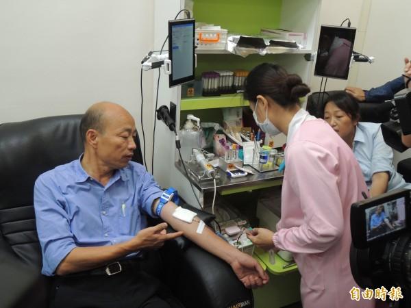國民黨高雄市長候選人韓國瑜到捐血中心捐血。(記者王榮祥攝)