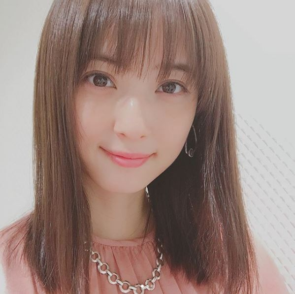 佐佐木希拿下「素顏也很美的女星」第一名。(圖擷取自佐佐木希Instagram)