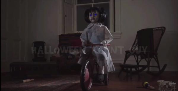 萬聖節超應景的恐怖娃娃,你敢買嗎?(圖擷取自YouTube)