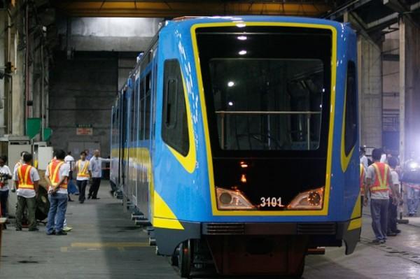 去年菲律賓向中國購買48節捷運車廂,但由於信號和軌道系統不相容,菲律賓擬向中國退貨。(圖擷自《馬尼拉時報》)