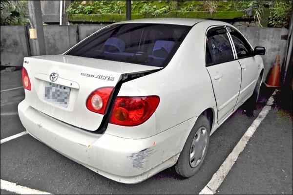 白車贓車右後座車窗中彈。(資料照)