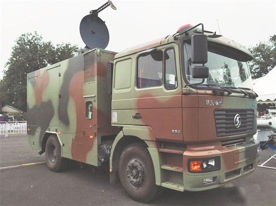 中國國防業者推出一輛安裝「微波定向能武器」的裝甲車,能向示威抗議民眾發射微波,使人體皮膚產生強烈的的灼燒感。(圖片擷取自網路)