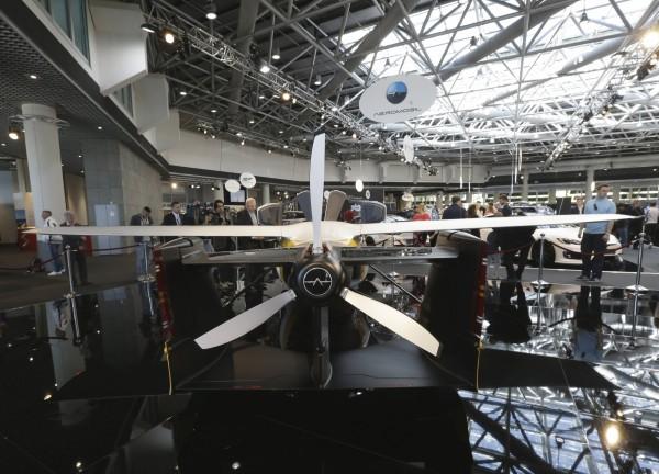在飛天車車尾有螺旋槳,可推動飛天車飛行。(美聯社)