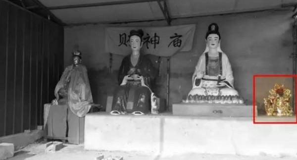 奶奶廟有著全國唯一一尊女財神,沒有為什麼,因為她手上拿著一顆金元寶。而真正的財神爺則在角落哭泣。(圖擷自微信)