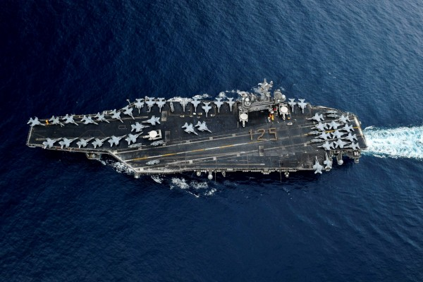 葛萊儀認為,若在維持現狀的情況下中國對台動武,美國就有可能軍事介入。圖為美軍羅斯福號航空母艦。(路透)