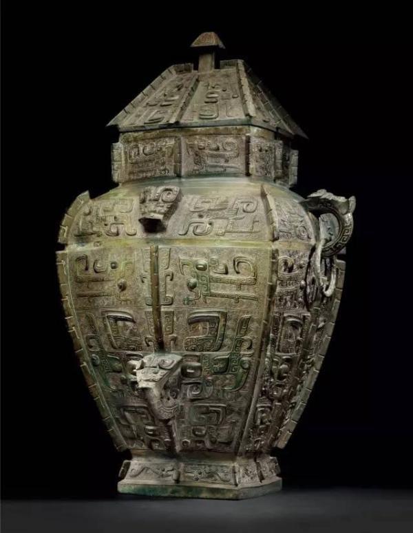 商晚期青銅饕餮紋方罍。(取自《金羊網》)