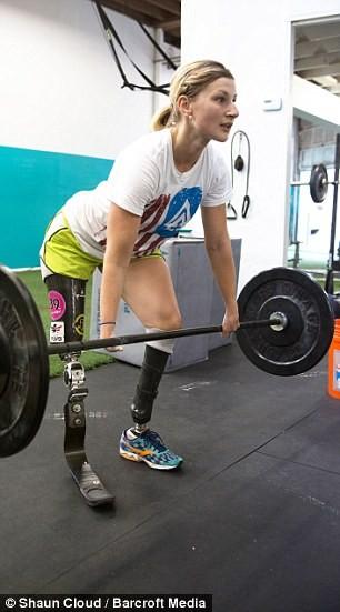 熱愛挑戰自我的塔希維納表示,她只是想告訴所有人,即使身有殘缺,只要有足夠的決心,仍能成功跨越這些現實的障礙。(圖擷自DailyMail)