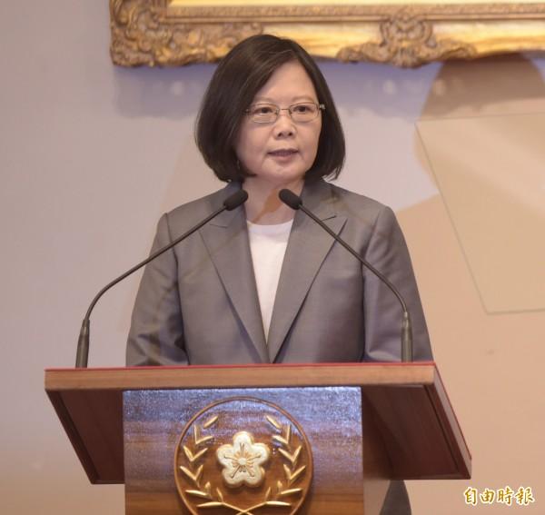 行政院長林全請辭獲准,蔡英文總統今天親自召開記者會,宣布新閣揆由台南市長賴清德接任。(記者黃耀徵攝)