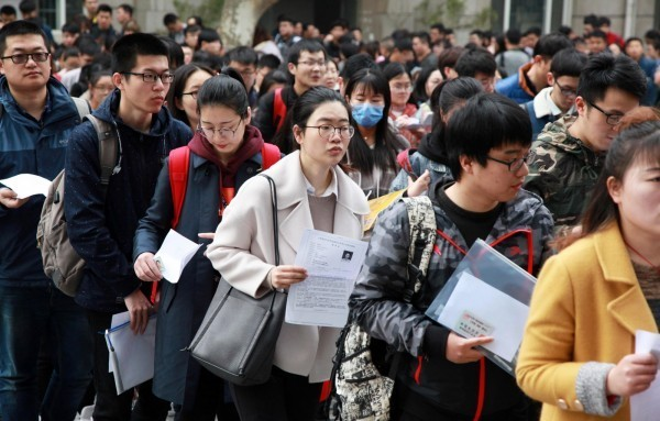 嘉義市一名女高中生因不願畢業後照父親安排到中國念書,因此報警求助。示意圖,與本新聞無關。(歐新社)
