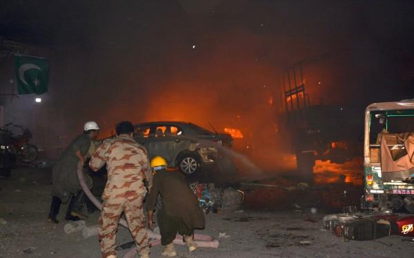 當地官員表示,奎達市已進入緊急狀態,現在已尋獲15具遺體,加上許多傷者傷勢嚴重,死亡人數恐進一步上升。(法新社)