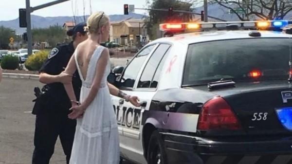 美國亞利桑那州一位新娘因為酒駕釀車禍,在結婚前最後一刻遭警方逮捕。(圖擷自FOX NEWS)