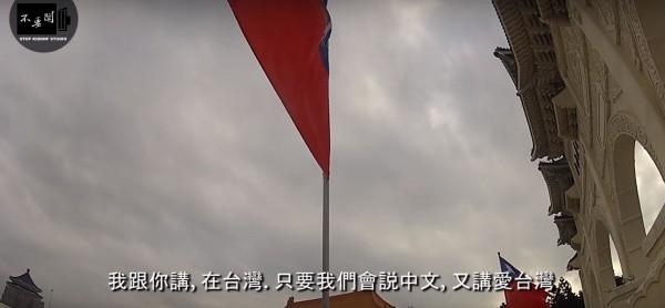 經常拍攝外國人在台灣生活的YouTube頻道《不要鬧工作室》負責人表示,確實有外國人坦言亞洲女生對他們特別容易有好感,所以都會好好利用這點優勢。(圖擷取自YouTube)
