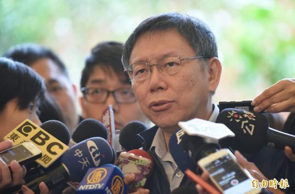 台北市長柯文哲今受訪時指出,拆違建應該是已有公共危險的優先拆,而不是用83年之前或之後來決定。(記者劉信德攝)
