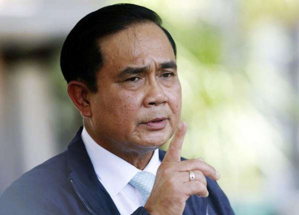帕拉育下令泰國進用彩色粉塵。(美聯社)