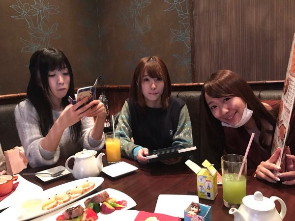 大槻響(左)、初美沙希(中)、白石茉莉奈(右)。(圖擷取自推特)