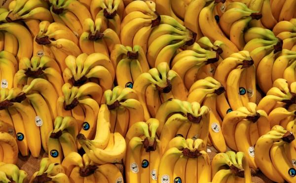 台灣香蕉價格崩盤,不但農民叫苦連天,農委會也被這個問題搞得焦頭爛額。(路透)
