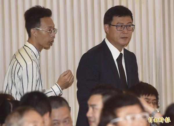 黨產會委員楊偉中追思紀念會22日在懷恩堂舉行,民進黨台北市長參選人姚文智(右)出席。(記者簡榮豐攝)