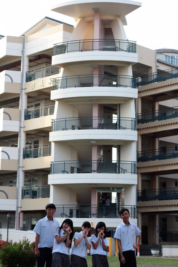 東港高中新大樓有海洋的帆船意象。(記者陳彥廷攝)