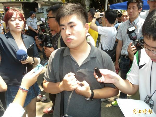 王炳忠拒配合搜索還開直播 恐觸妨害公務等3罪