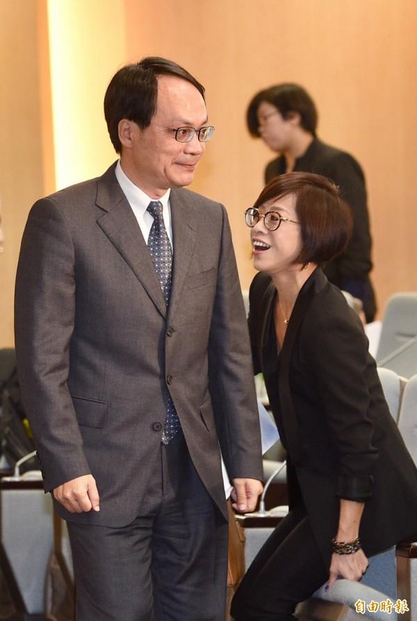 不當黨產處理委員會24日針對「社團法人中國青年救國團是否為社團法人中國國民黨之附隨組織」舉行第二次聽證會,不當黨產處理委員會主委林峯正出席會議。(記者羅沛德攝)