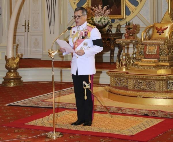 今年4月泰王下令修改憲法草案,但泰王干預國家政治的情形實屬罕見。(美聯社)