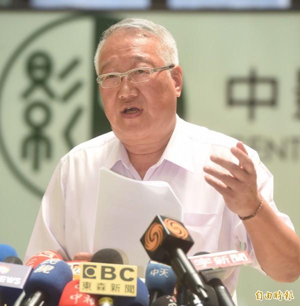 遭指控教唆殺人,正崴董事長郭台強11日召開記者會澄清,並向翁炳堯等人提出告訴。(記者簡榮豐攝)