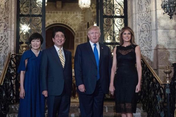 北韓試射飛彈當時,川普正在佛州高爾夫俱樂部接待來訪的日本首相安倍晉三。(法新社)