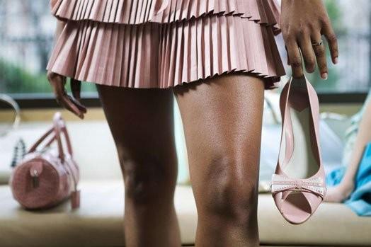 烏干達政府明確訂定所有公務員的穿著標準,但這項規定顯然較針對女性,要求女公務員不可穿著暴露,得遮蓋住乳溝、肚臍、膝蓋和背部。(圖取自《Nairobi News》)