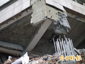雲翠大樓鋼筋被拔蘿蔔式扯斷。(資料照)