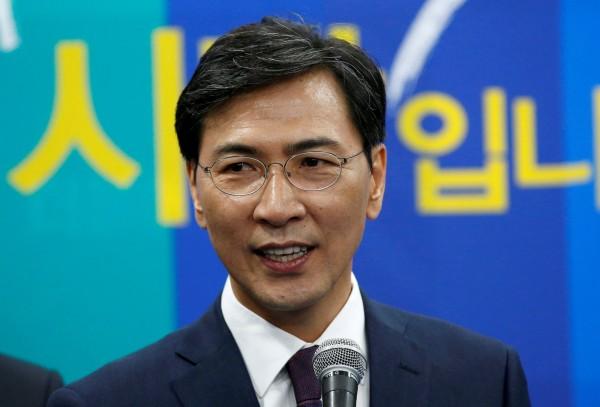在南韓被視為總統文在寅接班人的政壇明星安熙正(Ahn Hee-jung),傳出4度性侵女秘書還3次強暴另名女下屬。(路透)