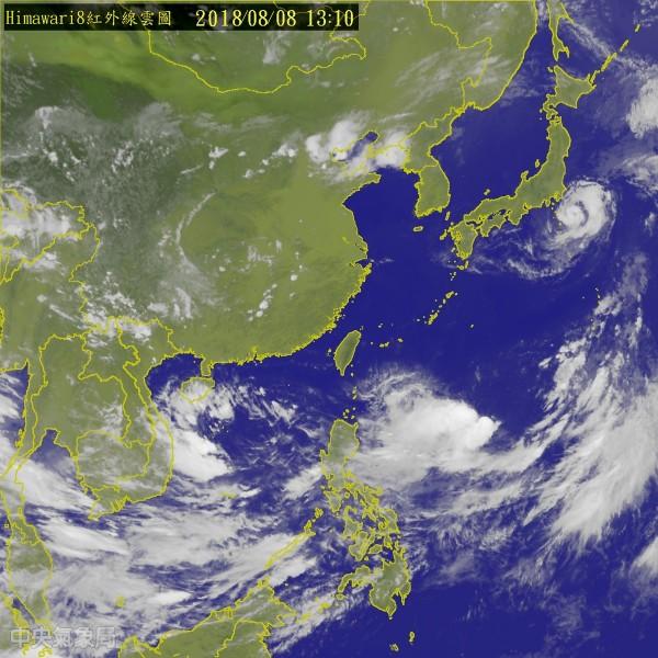位於琉球東南方海面的熱帶性低氣壓已於今中午增強為今年第14號颱風「魔羯」。(中央氣象局)