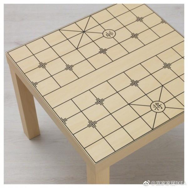 中國IKEA推出一款象棋桌。(圖擷自IKEA微博)