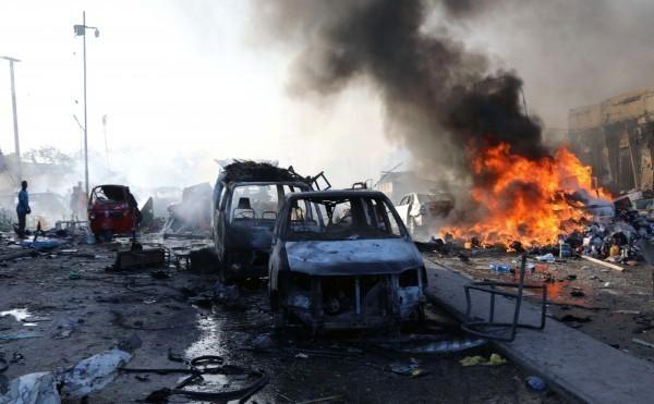 伊拉克北部23日發生汽車炸彈爆炸事件,造成至少7死、30多人受傷,目前死傷人數仍持續竄升中。汽車炸彈攻擊示意圖。(路透)